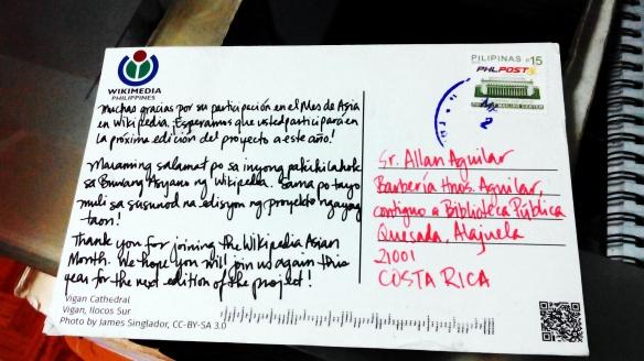 Reverso de la tarjeta postal de Wikimedia Filipinas con un mensaje escrito en español, tagalog e inglés